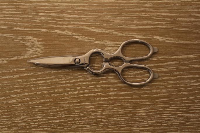 Tajika<br /> Kitchen Shears<br /> Made In Japan<br /> PRICE / 8,000+tax<br />
