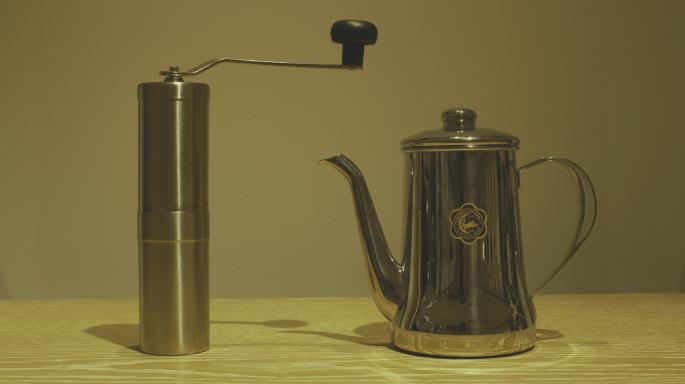 月兎印<br /> Slim pot<br /> Made in Japan<br /> PRICE / 10,000+tax<br /> <br /> Porlex<br /> Coffee mill<br /> Made in Japan<br /> PRICE / 3,500+tax<br /> <br />