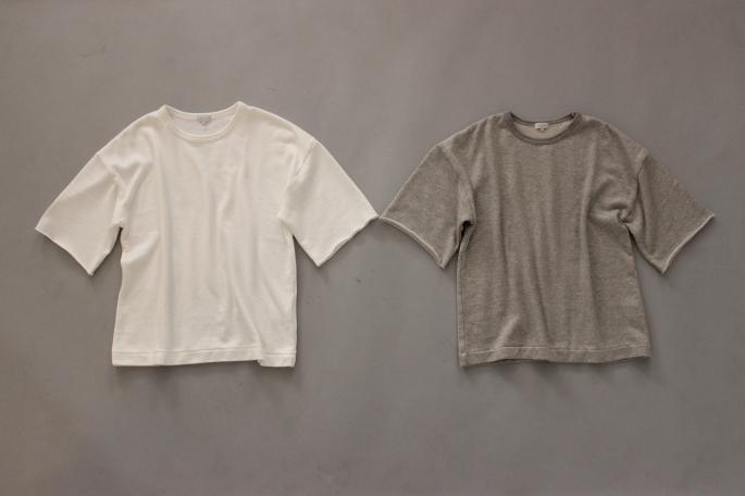 HEIGHT / 159cm<br /> WEAR SIZE / 0<br /> <br /> Phlannel<br /> Suvin  Cotton Terry T-shirt <br /> COLOR / White,Gray<br /> SIZE / 0,1<br /> PRICE / 14,000+tax<br /> <br /> Twill Gurkha Trousers<br /> COLOR / Khaki,Beige<br /> SIZE / 0,1<br /> Made In Japan<br /> PRICE / 24,000+tax<br /> <br /> HEREU<br /> Timoner<br /> COLOR / Black<br /> SIZE / 35,36,37,38<br /> Made In Spain<br /> PRICE / 46,000+tax<br />