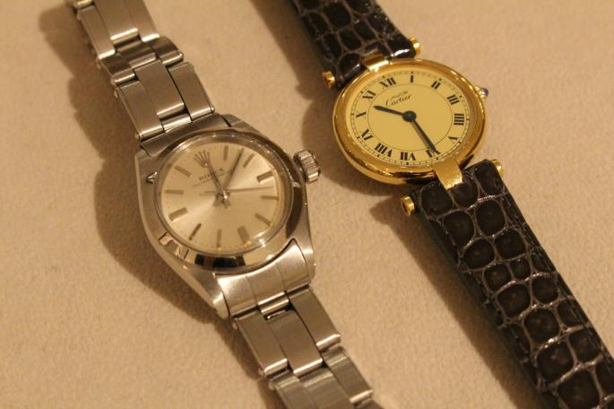 Antique Watch<br /> Must de Cartier VENDOME 90's(right)<br /> MATERIAL / Vermeil<br /> Made In France<br /> PRICE / 148,000+tax<br /> <br /> ROLEX OYSTER PERPRTUAL DATE 60'S(left)<br /> MATERIAL / SS<br /> Made In Swiss<br /> PRICE / 240,000+tax