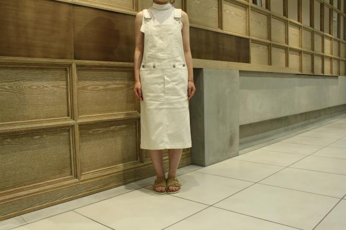 HEIGHT / 154cm<br /> WEAR SIZE / 26<br /> <br /> Scye<br /> Open air drill bib skirt<br /> COLOR / Off white,Kahki<br /> SIZE / 26,27<br /> Made in Japan<br /> PRICE / 43,000+tax<br /> <br /> SUNSPEL<br /> Turtle Neck<br /> COLOR / White,Navy<br /> SIZE / 8<br /> Made In Turkey<br /> PRICE / 14,000+tax<br /> <br /> BIRKENSTOCK<br /> Zurich<br /> COLOR / Sand,Red<br /> SIZE / 36,37,38,39<br /> Made in Germany<br /> PRICE / 20,000+tax