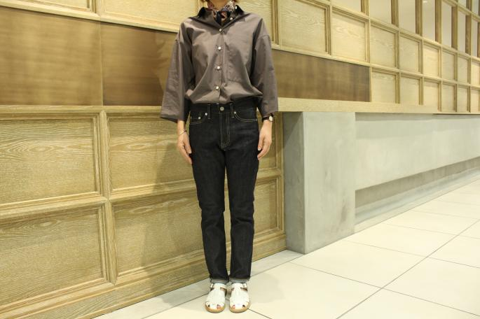 HEIGHT / 160cm<br /> WEAR SIZE / 36<br /> <br /> SOSO PHLANNEL<br /> High Density Broadcloth Shirt<br /> COLOR / White,Gray<br /> SIZE / 36<br /> Made In Japan<br /> PRICE / 26,000+tax<br /> <br /> ROECKL<br /> Scarf(Young Paisley)<br /> COLOR / Multi Cashmere,Multi Granat,Navy<br /> SIZE / 53cm×53cm<br /> Made In Italy<br /> PRICE / 7,000+tax<br /> <br /> SOSO PHLANNEL<br /> Selvedge Denim<br /> COLOR / Indigo<br /> SIZE / 34,36,38<br /> Made In Japan<br /> PRICE / 22,000+tax<br /> <br /> Paraboot<br /> IBERIS<br /> COLOR / White,Navy<br /> SIZE / 3.5,4,4.5,5<br /> Made In France<br /> PRICE / 35,000+tax