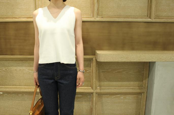 HEIGHT / 164cm<br /> WEAR SIZE / 1<br /> <br /> AURALEE <br /> Heavy Milano Rib Knit Sleeveless<br /> COLOR / White,Olive,Navy<br /> SIZE / 1<br /> Made In Japan<br /> PRICE / 28,000+tax<br /> <br /> LEVI'S 517 Dead<br /> SIZE / 28<br /> Made In USA<br /> PRICE / 12,000+tax<br /> <br /> VINTAGE CELINE Bucket Bag<br /> PRICE / 69,000+tax