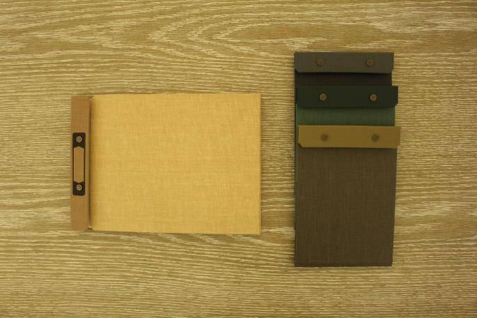 POSTALCO<br /> Photo Archive<br /> COLOR / Tan<br /> PRICE / 6,000+tax<br /> <br /> Snap Pad A5<br /> COLOR / Currant Red,Dark Green,Faded Black,Library Brown<br /> PRICE / 3,600+tax<br /> <br /> Made In Japan<br />