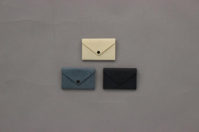 POSTALCO<br /> Farmer's Felt Double Case<br /> COLOR / Ivory,Light blue,Black<br /> Made In Japan<br /> PRICE / 8,200+tax<br />