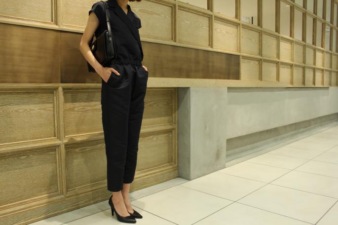HEIGHT / 165cm<br /> WEAR SIZE / 34<br /> <br /> SOSO PHLANNEL<br /> Tuxedo Jumpsuit<br /> COLOR / Navy<br /> SIZE / 34,36<br /> Made In Japan<br /> PRICE / 36,000+tax<br /> <br /> MASION VINTAGE<br /> CELINE Shoulder Bag #5<br /> COLOR / Black<br /> PRICE / 62,000+tax