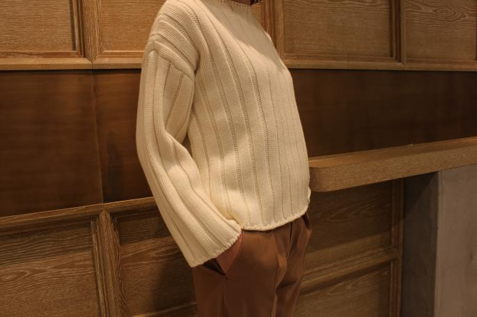 HIGHT / 164cm<br /> WEAR SIZE / 1<br /> <br /> AURALEE<br /> Wool Cord Rib Knit Boat Neck<br /> COLOR / White,Black<br /> SIZE / 1<br /> PRICE / 39,000+tax <br /> <br /> Phlannel<br /> Super 100's Twill Wide Trousers<br /> COLOR / Gray,Camel<br /> SIZE / 0,1,2<br /> PRICE / 28,000+tax<br /> <br /> Made In Japan<br />