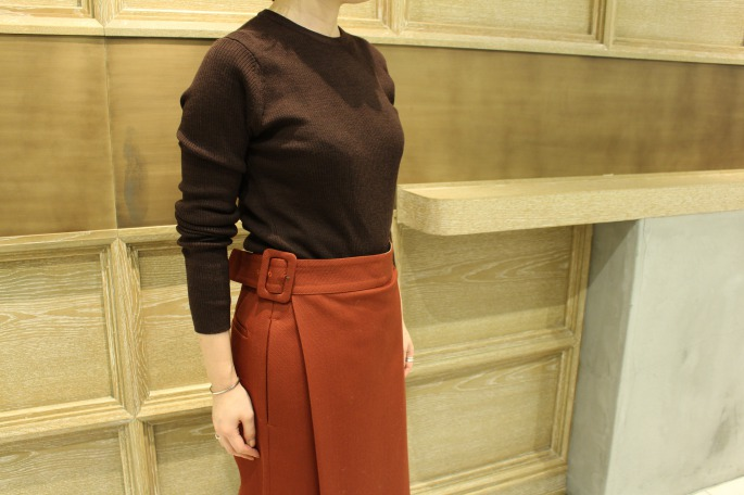 HEIGHT / 154cm<br /> WEAR SIZE / 36<br /> <br /> Scye<br /> Wrap Culotte Pants<br /> COLOR / Brick<br /> SIZE / 36,38<br /> Made In Japan<br /> PRICE / 39,000+tax<br /> <br /> JOHN SMEDLEY<br /> Corey<br /> COLOR / Chesnut,GardnerRed<br /> SIZE / S<br /> Made In England<br /> PRICE / 31,000+tax<br /> <br /> Tricker's<br /> Hilton<br /> COLOR / Black<br /> SIZE / 4,5,6<br /> Made In England<br /> PRICE / 39,000+tax