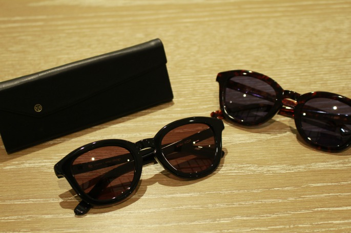 ayame<br /> KORO<br /> COLOR / BLK,DEM,DTR,EXC,SHL,AO,BB<br /> SIZE / Free<br /> Made In Japan<br /> PRICE / 30,000+tax