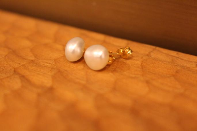 SOURCE<br /> Keshi Pearl Post Earrings<br /> SIZE / L<br /> PRICE / 20,000+tax
