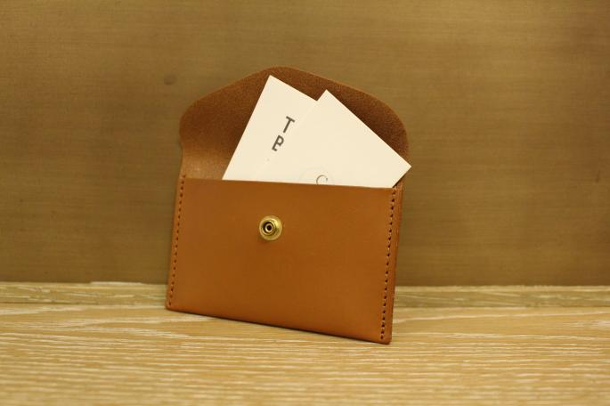Mimi<br /> GEORGE<br /> COLOR / Tan,Black,Forest(Green),Claret(Red)<br /> SIZE / 12cm x 8cm<br /> PRICE / 8,000+tax<br /> Made In England