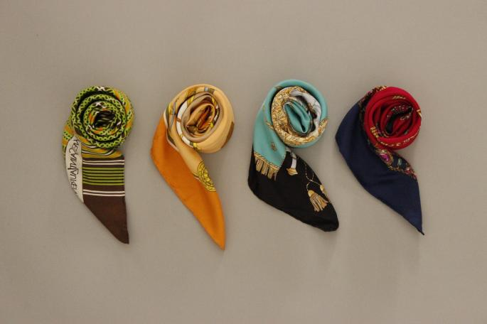 VINTAGE<br /> CELINE<br /> Scarf<br /> PRICE / 26 ,000+tax<br /> <br /> Phlannel<br /> Wool Camel V-neck Milano Rib Knit <br /> COLOR / Gray,Camel<br /> SIZE / 0,1<br /> Made In Japan<br /> PRICE / 33,000+tax