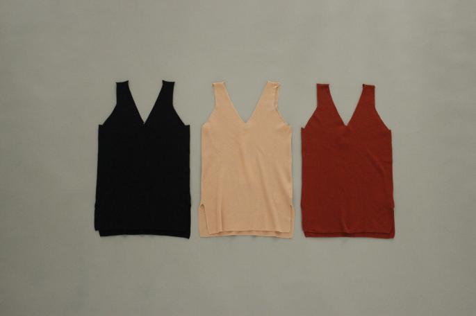 HIGHT / 159cm<br /> WEAR SIZE / 1<br /> <br /> AURALEE<br /> Hardtwist Highgauge Ribknit Laceup Pullover<br /> COLOR / Brick Red<br /> SIZE / 1<br /> Made In Japan<br /> PRICE / 40,000+tax<br /> <br /> SOSO PHANNEL<br /> Patch Pocket Denim Pants<br /> COLOR / Rgid<br /> SIZE / 34<br /> Made In Japan<br /> PRICE / 24,000+tax