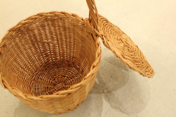 HIGHT / 166cm<br /> WEAR SIZE / 0<br /> <br /> VITARAS GEDVILAS<br /> Wecker Basket<br /> COLOR / Natural<br /> SIZE / Free<br /> Made In Poland<br /> PRICE / 15,800+tax<br /> <br /> Phlannel<br /> Super Fine Matelot Jersey T-shirt<br /> COLOR / Khaki,Dark Gray,White×Navy<br /> SIZE / 0,1<br /> PRICE / 18,000+tax<br /> <br /> Li/Co Herringbone Wide Trousers<br /> COLOR / Ecru,Walnut<br /> SIZE / 0,1<br /> PRICE / 36,000+tax<br /> <br /> Made In Japan<br /> <br /> Le Yucca's<br /> Bit Loafer<br /> COLOR / Black<br /> SIZE / 35.5,36,36.5,37,37.5,38<br /> Made In Italy <br /> PRICE / 108,000+tax