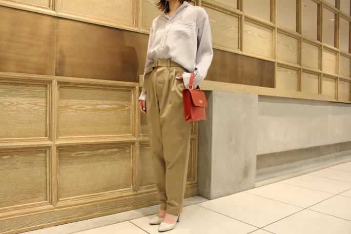 HIGHT / 164cm<br /> WEAR SIZE / 0<br /> <br /> COMOLI<br /> Silk Band Collar Shirts <br /> COLOR / Stripe<br /> SIZE / 0<br /> PRICE / 28,000+tax<br /> <br /> Belted Chino Pants<br /> COLOR / Beige<br /> SIZE / 0<br /> PRICE / 28,000+tax<br /> <br /> KATIM<br /> DURHAM<br /> COLOR / Limestone,Herb<br /> SIZE / 35.5,36,36.5,37,37.5,38<br /> PRICE / 49,000+tax<br /> <br /> Made In Japan<br /> <br /> Mimi<br /> HEBE<br /> COLOR / Tomato,Tan,Black<br /> Made In England<br /> PRICE / 46,000+tax