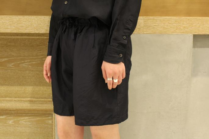 HIGHT / 165cm<br /> WEAR SIZE / 0<br /> <br /> COMOLI<br /> Silk Shirts Onepiece<br /> COLOR / Navy,Khaki<br /> SIZE / 0<br /> PRICE / 38,000+tax<br /> <br /> Silk Drawstring Shorts<br /> COLOR / Navy,Khaki<br /> SIZE / 0<br /> PRICE / 26,000+tax<br /> <br /> Made In Japan<br /> <br /> New Balance<br /> M998CH<br /> COLOR / Grey<br /> SIZE / 23,23.5,24,24.5<br /> Made In Usa<br /> PRICE / 24,000+tax<br />