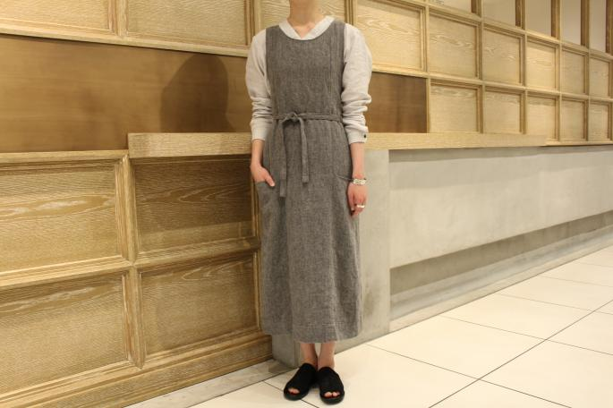 HIGHT / 165cm<br /> WEAR SIZE / 0<br /> <br /> GARMENT REPRODUCTION OF WORKERS<br /> Claudi<br /> COLOR / Dark Gray,Light Gray<br /> SIZE / 0<br /> PRICE / 42,000+tax<br /> <br /> Henly Neck Shirts<br /> COLOR / Light Gray,Black<br /> SIZE / 2,3,4<br /> PRICE / 26,000+tax<br /> <br /> Made In Japan<br /> <br /> DIMISSIANOS&MILLER<br /> Mule Low<br /> COLOR / Natural,Black<br /> SIZE / 35,36,37<br /> Made In Greece<br /> PRICE / 47,000+tax