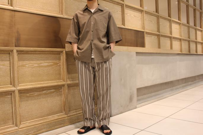 HEIGHT / 164cm <br /> WEAR SIZE / S<br /> <br /> Phlannel<br /> Co/Si Seersucker Open Shirt<br /> COLOR / Khaki, Navy<br /> SIZE / S,M<br /> PRICE / 27,000+tax<br /> <br /> Pillow Stripe Two Tuck Trousers<br /> COLOR / White,Khaki<br /> SIZE / S,M,L<br /> PRICE / 29,000+tax<br /> <br /> Made In Japan<br /> <br /> DIMISSIANOS&MILLER <br /> MIA FASA<br /> COLOR / Natural,Black <br /> SIZE / 41,42,43<br /> Made In Greece<br /> PRICE / 39,000+tax