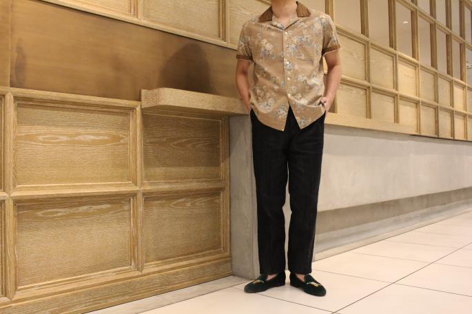 HEIGHT / 168cm <br /> WEAR SIZE / 4(KIJI Cotton Tencel Denim KOGANE ),7(Tricker's for KIJI )<br /> <br /> KIJI<br /> Cotton Tencel Denim KOGANE<br /> COLOR / INDIGO<br /> SIZE / 1,2,3,4,5<br /> Made In Japan<br /> PRICE / 19,000+tax<br /> <br /> Tricker's for KIJI<br /> CHURCHILL (Men's),VICTORIA (Women's)<br /> COLOR / Green,Navy,Black<br /> SIZE / 7, 7.5, 8, 8.5 (Men's)4, 4.5, 5, 5.5(Women's)<br /> Made In England<br /> PRICE / 46,000+tax<br /> <br /> KENNETH FIELD<br /> Short Sleeve Open Collar Shirt Flower<br /> COLOR / Beige<br /> SIZE / S,M<br /> Made In USA<br /> PRICE / 23,000+tax