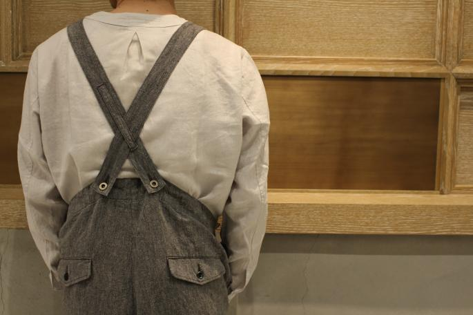 HIGHT / 168cm<br /> WEAR SIZE / 2<br /> <br /> GARMENT REPRODUCTION OF WORKERS<br /> Low Back Model<br /> COLOR / D.gray,L.gray<br /> SIZE / 0,1,2<br /> PRICE / 40,000+tax <br /> <br /> Henry Neck Shirts <br /> COLOR / Black,L.gray<br /> SIZE / 0,1,2,3,4<br /> PRICE / 26,000+tax<br /> <br /> Made In Japan<br />