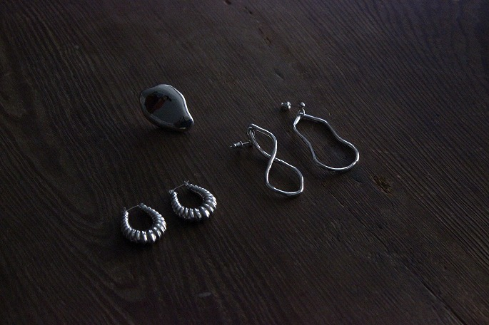 Shell Earring / 39,000+tax(Left),Liquid Ring / 24,000+tax(Center),Play Hoop Earring / 24,000+tax(Right)